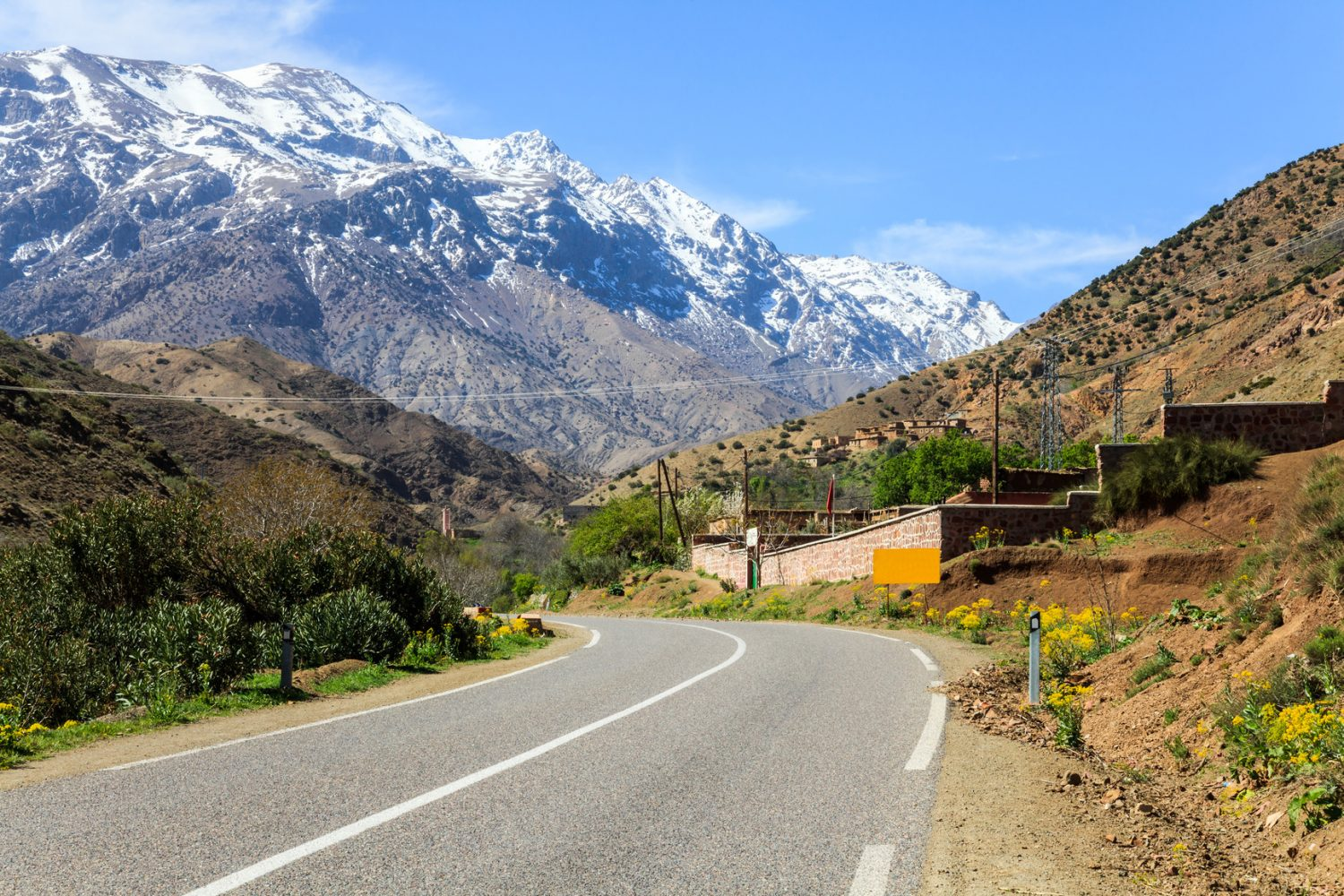 kasbah-at-atlas-mountain-in-morocco-m